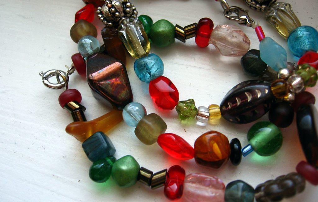 Lav dine egne armbånd med perler