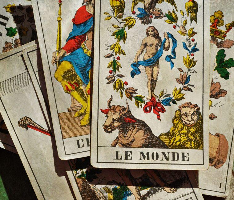 Østens mystik og astrologi mdes i læsningen af tarotkort
